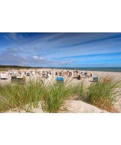 Jenny Sturm, Strandkörbe hinter den Dünen - Ostsee