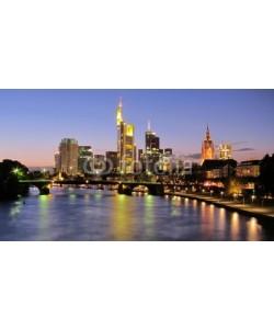 kuegi, Frankfurt-Main bei Abenddämmerung