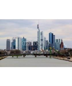 kuegi, Frankfurt-Skyline am Tag bei bewölktem Himmel